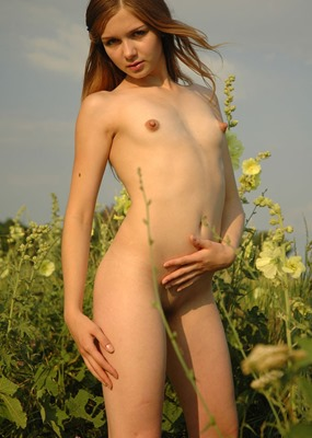 amour-angels-anna-naked-outdoors