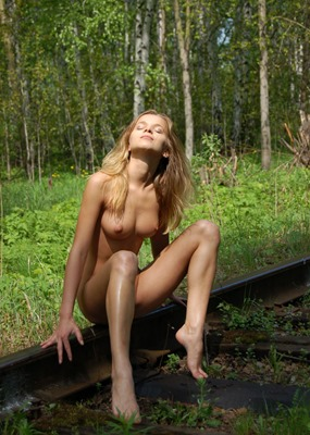 amour-angels-naked-outdoors