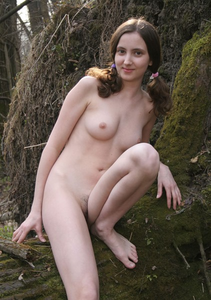 amour-angels-suzy-naked-in-the-woods